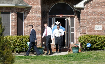 Investigators exit the home of Kaufman County District Attorney Mike McLelland near Forney, Texas April 1, 2013. Authorities have launched a massive investigation into the weekend killings of McLelland and his wife, Cynthia, which occurred months after an assistant prosecutor was shot dead in the same county. REUTERS/Tim Sharp (UNITED STATES - Tags: CRIME LAW) - RTXY54D